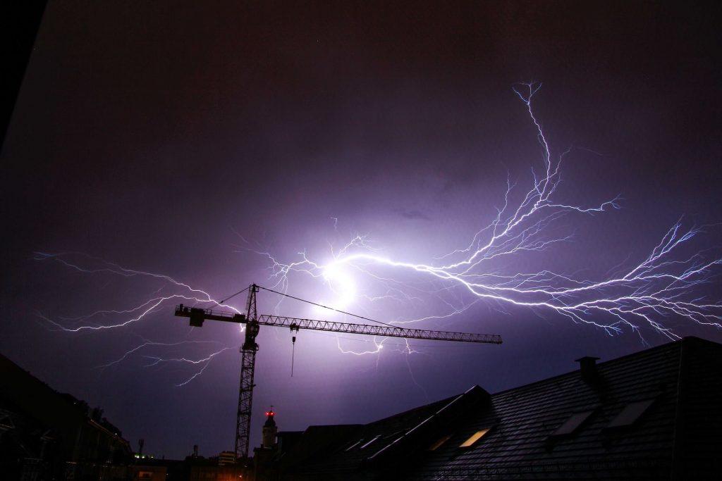 Sturm-kran-e1481561265995.jpg