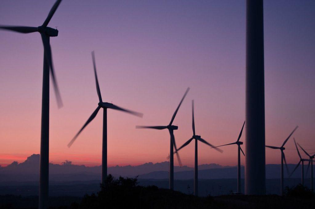windmills-984137_1280-e1479202450310.jpg